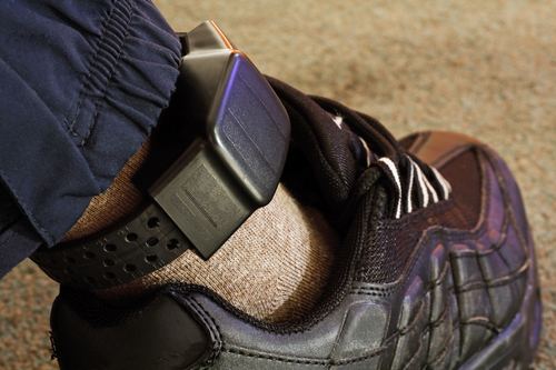 Pros and Cons for House Arrest Before a Trial for Domestic Violence